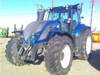 Tractor agricol Valtra T 214